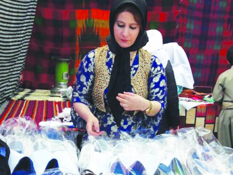 کارآفرین حوزه صنایع دستی در روستاى میوان